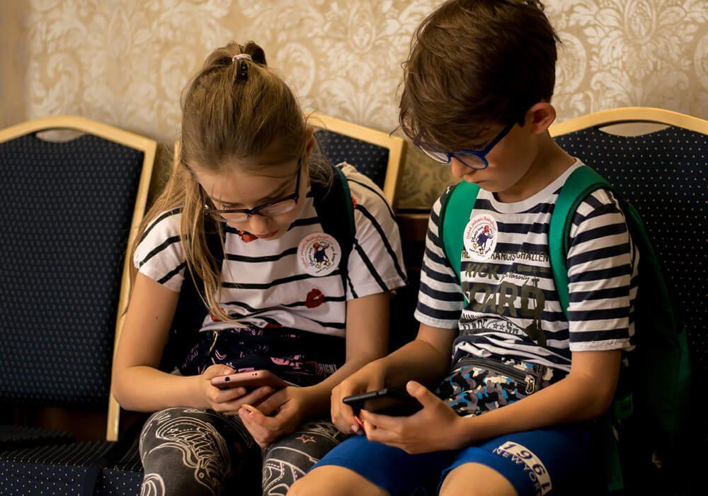 dzieci grające wgrę Dokąd jedziesz, Paddingtonie?