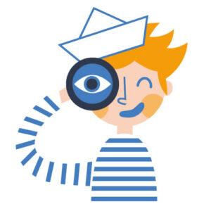 Uśmiechnięty marynarz w koszuli w paski, z czapką marynarską przykłada lunetę do oka